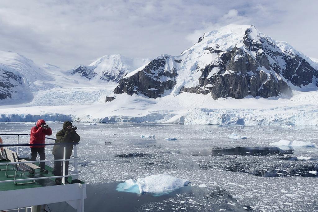 Croisière dans le détroit de gerlache en Antarctique banquise